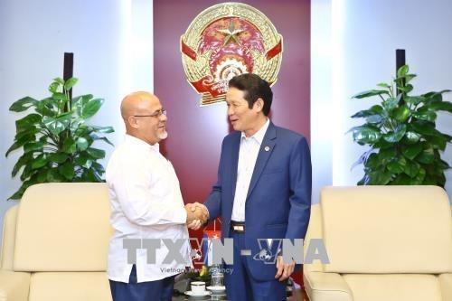 Le Vietnam et Cuba signent un accord de cooperation dans le secteur de la publication hinh anh 1