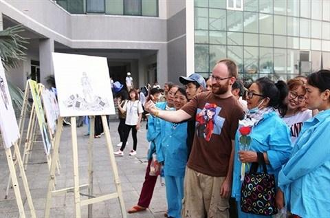 Da Nang: des peintures en realite virtuelle pour les malades hinh anh 1