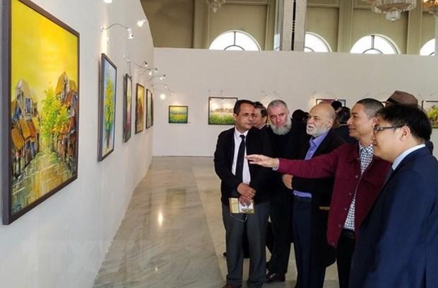 Exposition des peintures contemporaines de Nguyen Minh Son en Algerie hinh anh 1