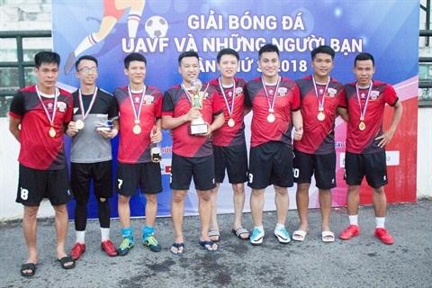 Football: All Stars remporte le 3e tournoi des anciens etudiants hinh anh 1
