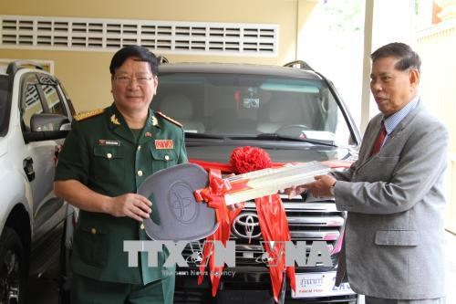 Le Vietnam offre des cadeaux au Cambodge hinh anh 1