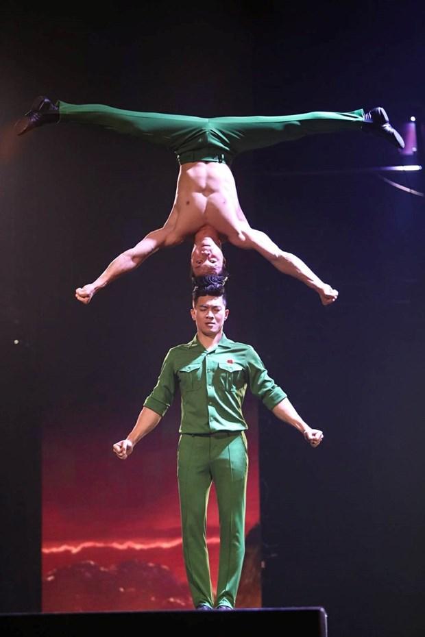 Cirque : deux freres artistes vietnamiens brillent a la finale de Britain's Got Talent hinh anh 2