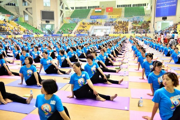 La Journee internationale du yoga celebree a Hanoi hinh anh 1