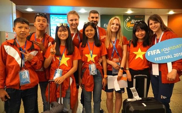 Des enfants vietnamiens participent au festival de football de la FIFA a Moscou hinh anh 1
