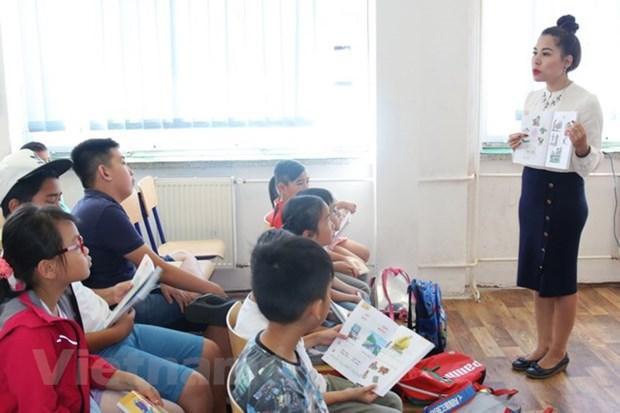 Une classe d'ete de langue vietnamienne s'ouvre a Prague hinh anh 1