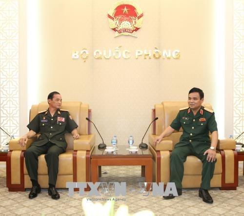Une delegation du ministere laotien de la Defense au Vietnam hinh anh 1