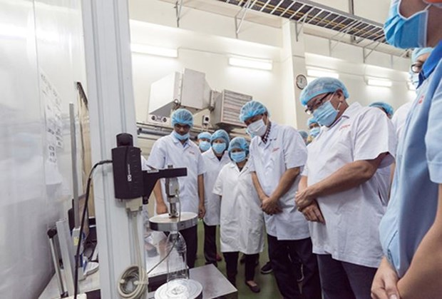 Des Philippins se rendent a l'usine URC Vietnam hinh anh 1