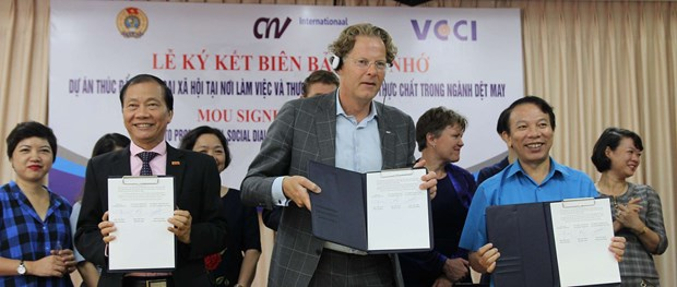 Vietnam – Pays-Bas : promotion du dialogue social dans le secteur du textile hinh anh 1