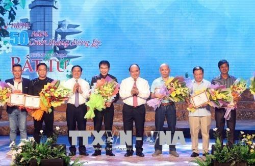 Remise des prix du concours de chanson en l'honneur de la victoire de Dong Loc hinh anh 1