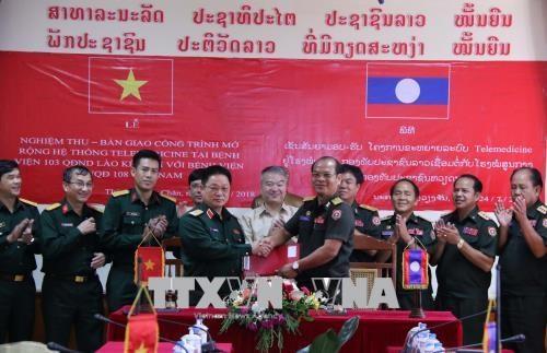 Le Vietnam remet au Laos un systeme de telemedecine hinh anh 1