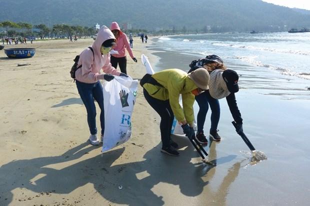 Da Nang : un cours d'entrainement au recyclage du plastique destine aux jeunes hinh anh 1