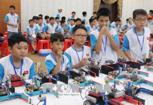 Des eleves de Ho Chi Minh-Ville dominent le concours robotique IYRC Vietnam 2018 hinh anh 1