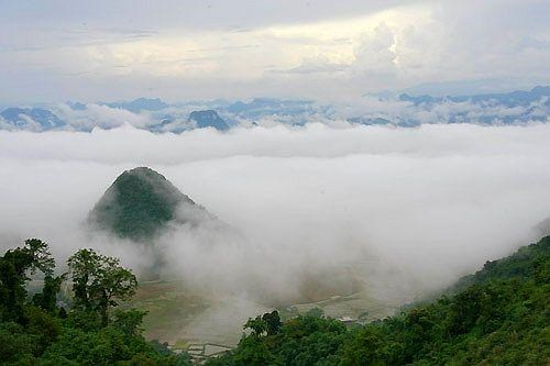 Reveiller les potentiels touristiques de Lung Van a Hoa Binh hinh anh 1
