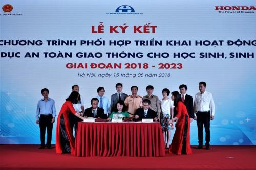 Honda soutient le Vietnam dans la sensibilisation des eleves et etudiants a la securite routiere hinh anh 1