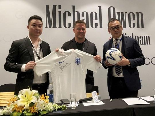 Le footballeur Micheal Owen presente une collection de mode au Vietnam hinh anh 1