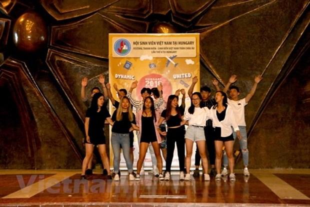Le 4e Camp d'ete des etudiants et jeunes vietnamiens en Europe hinh anh 1