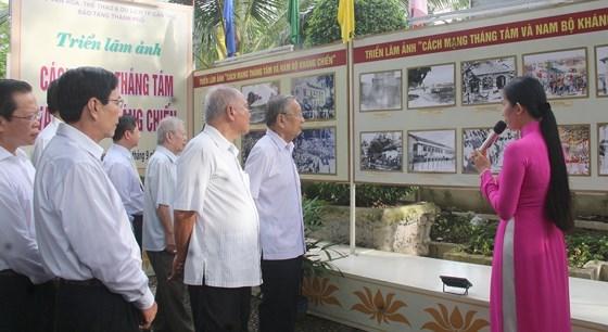 Exposition de photos sur la Revolution d'Aout et la resistance du Nam Bo a Can Tho hinh anh 1