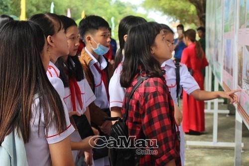 Exposition de documents et cliches precieux sur le President Ho Chi Minh hinh anh 1