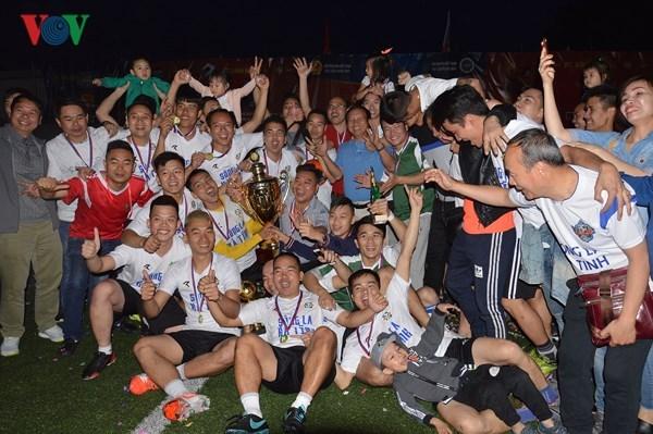 Cloture du tournoi de football des Vietnamiens en Russie hinh anh 1