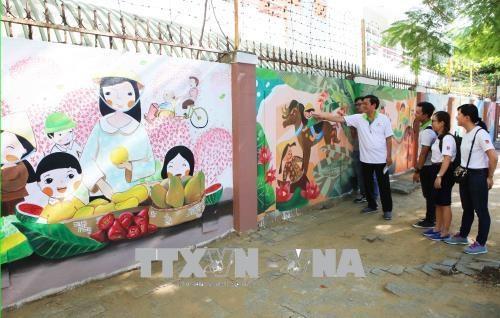 "Da Nang : Inauguration du projet de fresques murales intitule ""Illuminez votre vie"" hinh anh 1"