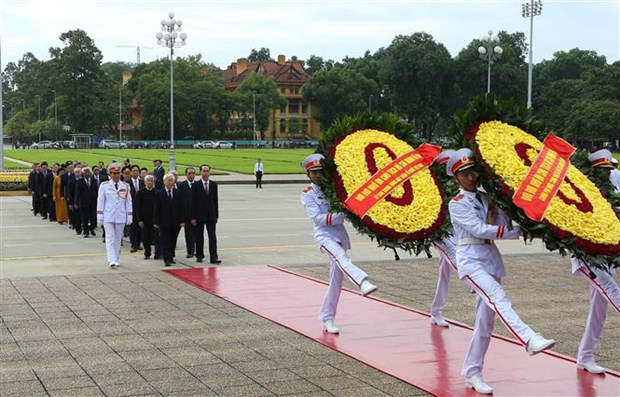 Fete nationale : des dirigeants rendent hommage au President Ho Chi Minh hinh anh 1
