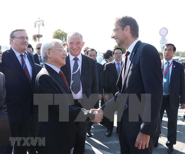 Le secretaire general Nguyen Phu Trong en visite dans la ville hongroise de Szentendre hinh anh 1