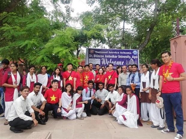 Echanges entre les jeunes vietnamiens et indiens hinh anh 1