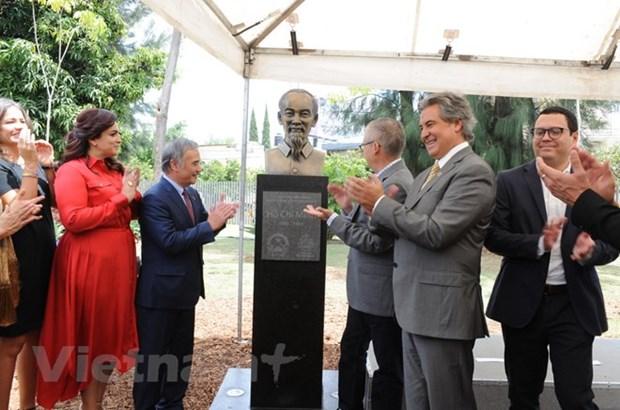 Inauguration d'un buste du President Ho Chi Minh a Guadalajara (Mexique) hinh anh 1