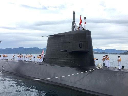 Un sous-marin japonais au port de Cam Ranh hinh anh 1