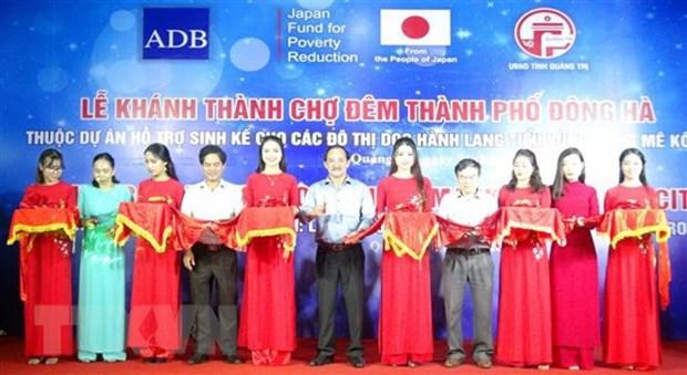Inauguration du marche nocturne de la ville de Dong Ha finance par le Japon hinh anh 1