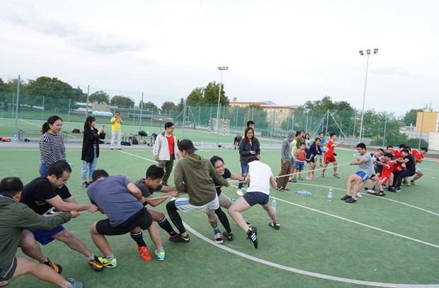 Activites culturelles et sportives pour les jeunes vietnamiens en R. tcheque hinh anh 1