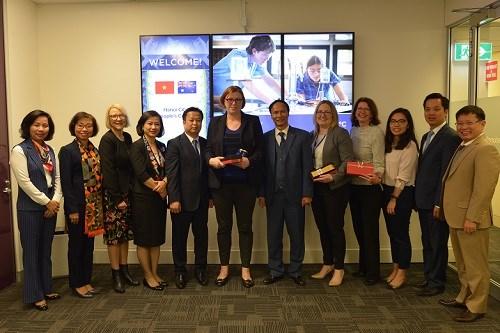 Hanoi booste la cooperation avec l'Australie dans la planification et l'education hinh anh 2