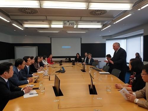 Hanoi booste la cooperation avec l'Australie dans la planification et l'education hinh anh 1