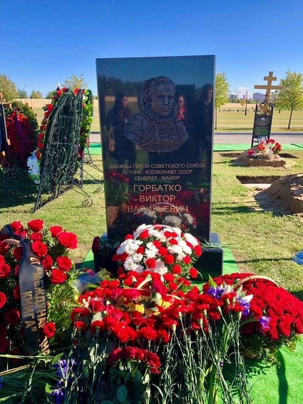 Inauguration d'une stele en memoire du cosmonaute russe Viktor Gorbatko hinh anh 1