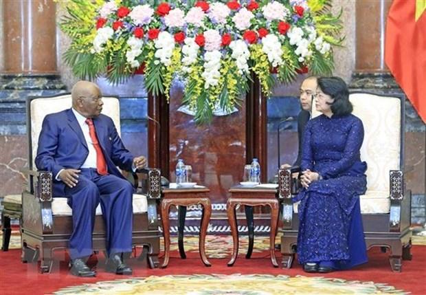 La presidente par interim Dang Thi Ngoc Thinh recoit l'ancien president mozambicain hinh anh 1