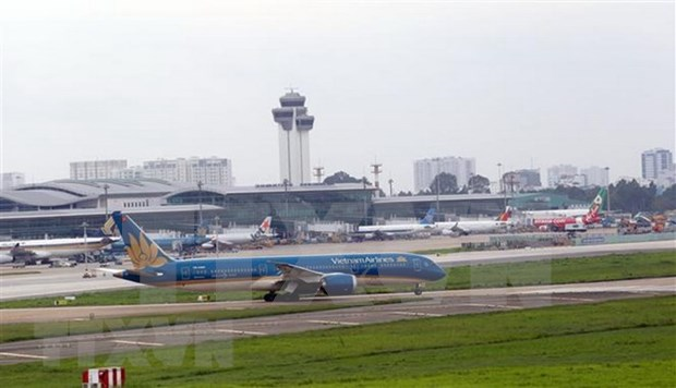 Plus de 87 millions de passagers accueillis par les aeroports vietnamiens en dix mois hinh anh 1