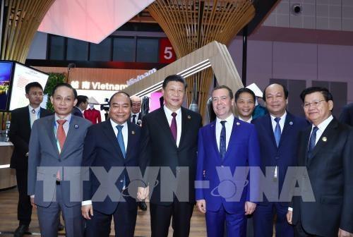 Le PM Nguyen Xuan Phuc a la Foire internationale des importations chinoises a Shanghai hinh anh 1