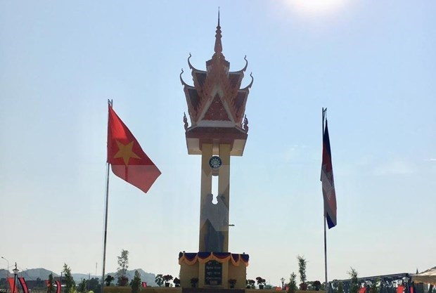 Inauguration du 15e Monument d'amitie Vietnam – Cambodge a Banteay Meanchey hinh anh 1