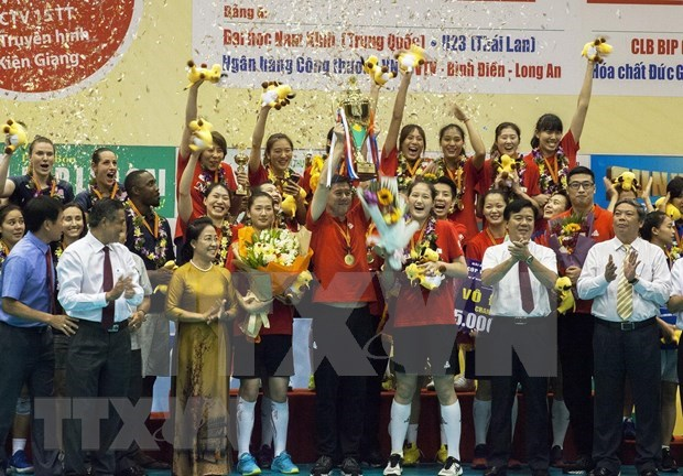 Un club chinois sacre champion du 13e tournoi international de volley-ball feminin Coupe VTV9 hinh anh 1