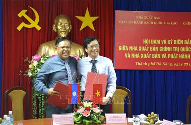 Plus de livres politiques du Vietnam traduits en laotien hinh anh 1
