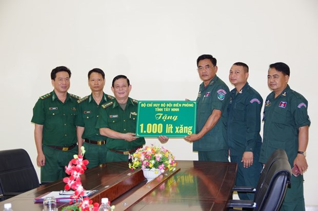 Frontieres : Tay Ninh resserre ses liens avec Tbong Khmum (Cambodge) hinh anh 1