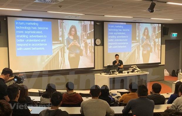 Des etudiants vietnamiens en Australie discutent des megadonnees hinh anh 1