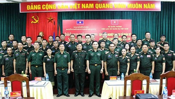 Formation en histoire militaire pour des officiers de l'armee populaire du Laos hinh anh 1