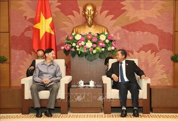 Un vice-president de l'AN recoit une delegation de l'Institut d'etudes legislatives de l'AN du Laos hinh anh 1