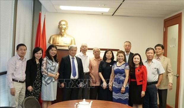 Une delegation de la Revue Communiste en visite au Canada hinh anh 1