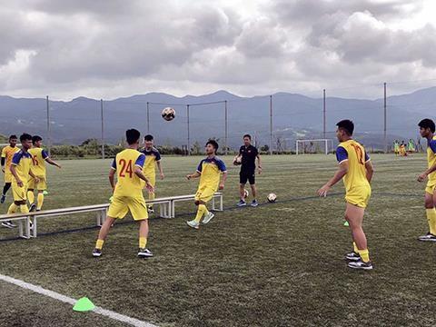 L'U18 du Vietnam prete pour le Championnat U18 d'Asie du Sud-Est hinh anh 3
