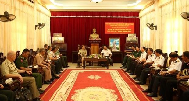Des attaches etrangers de la defense au Vietnam en tournee a Hai Phong et Quang Ninh hinh anh 1
