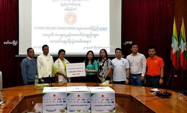 La communaute vietnamienne au Myanmar assiste des sinistres locaux des inondations hinh anh 1