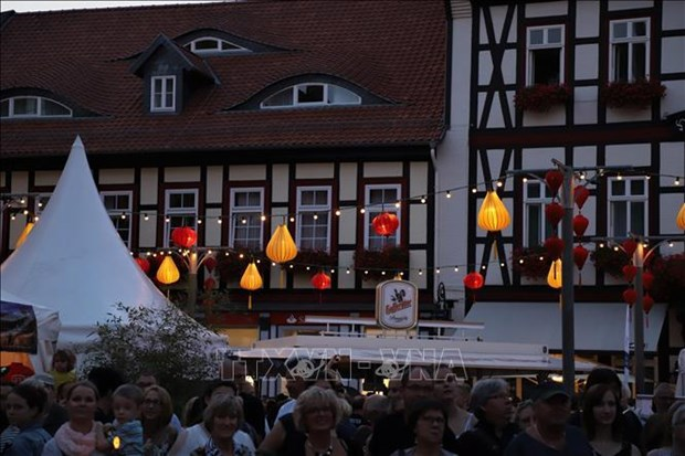 Les lanternes de Hoi An illuminent des rues allemandes hinh anh 1