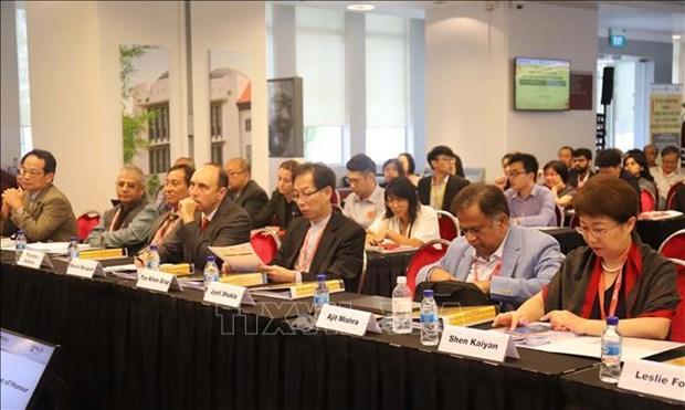 Des experts aseaniens discutent de la competitivite economique et de la productivite de travail hinh anh 2